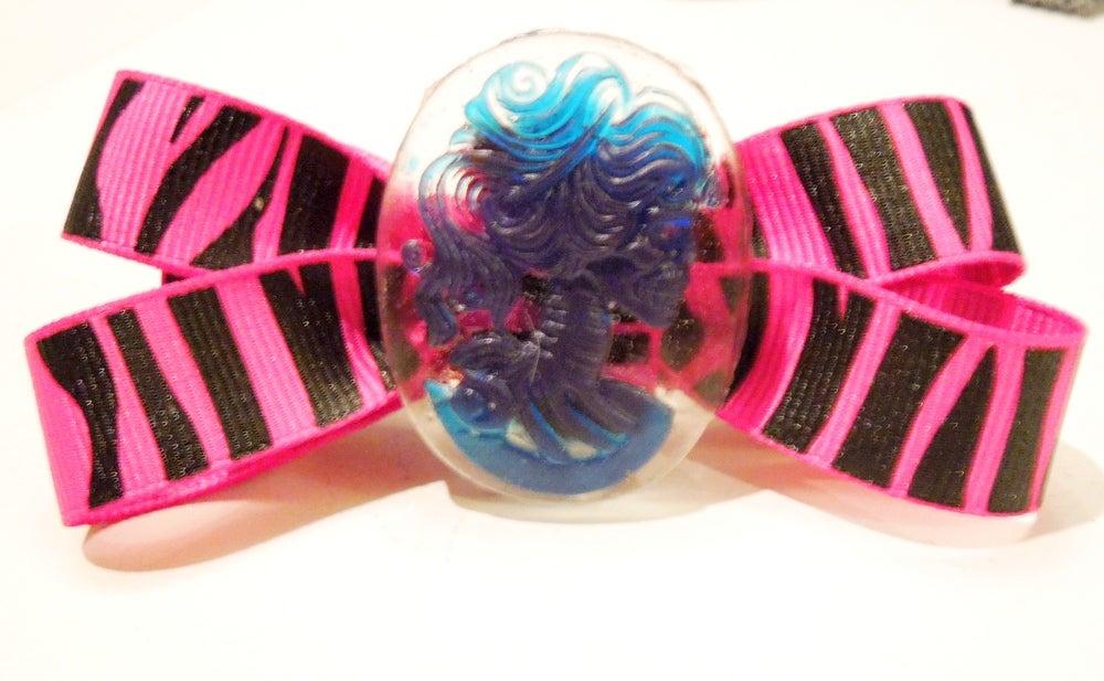 Image of Cameo Hair Bows / Headbands