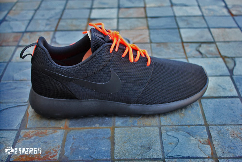 Nike Roshe Run Black Anthracite Total Crimson