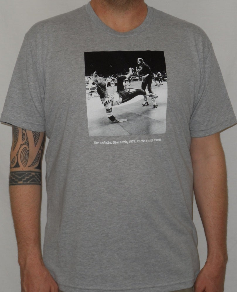 "Image of Roller Derby ""Uniondale, New York, 1974"" MEN'S shirt (Grey)"