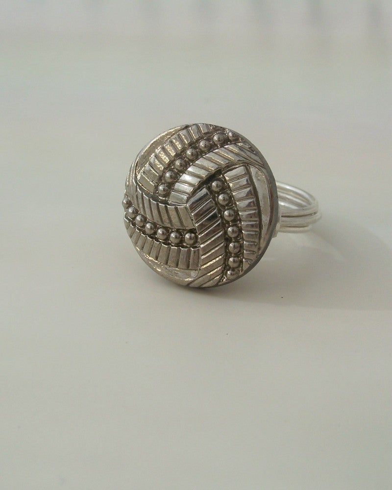 "Image of ""Knotty"" vintage button ring"