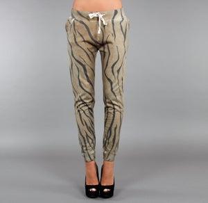 Image of BIGWIG Pantaloni donna elasticizzati con stampa effetto TIGER