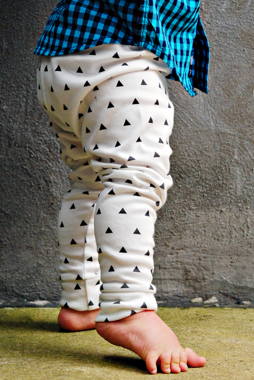 Image of organic cotton black + white triangle cuffed leggings