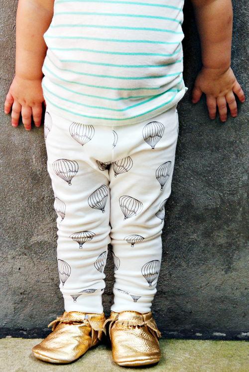 Image of organic cotton black + white hot air balloon cuffed leggings