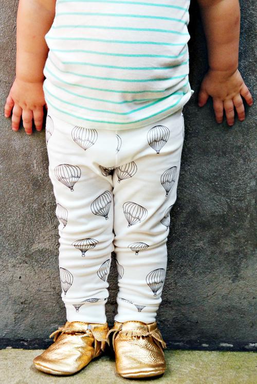Image of organic cotton black + white hot air balloon cuffed leggings