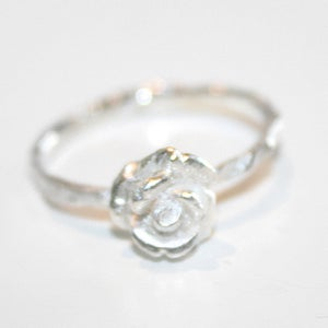 Image of Zilveren ring met fijn roosje, verkrijgbaar te Antwerpen, Wijngaardstraat 19, goudsmid Antwerpen