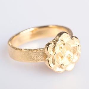 Image of Ring met bloem- zilver geel verguld, verkrijgbaar te Antwerpen, juwelen, Wijngaardstraat, Antwerpen