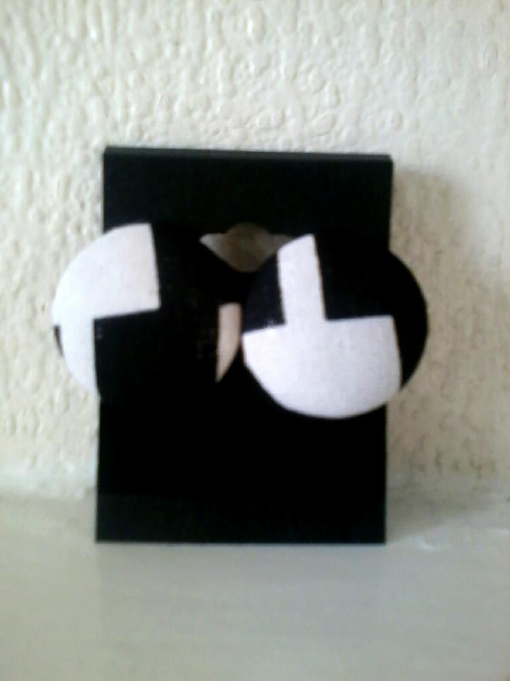 Image of Vekras Black/White Stud Earrings