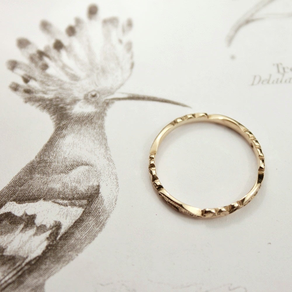 Image of 9ct gold 2mm floral carved