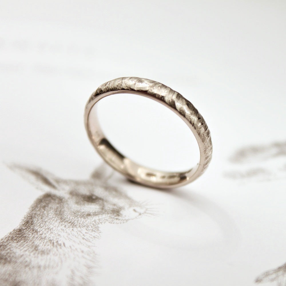 Image of 18ct white gold 3mm horn texture