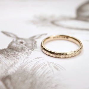 Image of 9ct gold 3mm horn texture