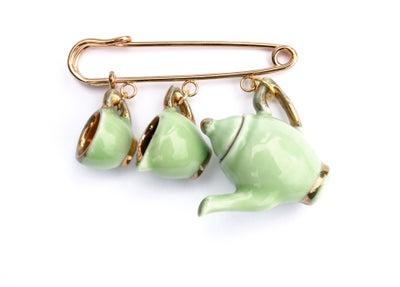 Image of green and gold kilt pin