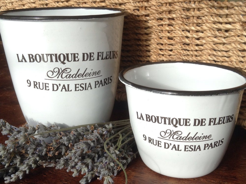 la boutique de fleurs enamelware / the blue water farm