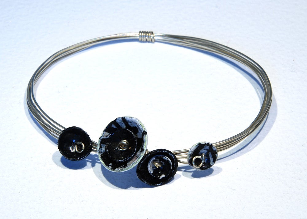 Image of Wire dome bangle