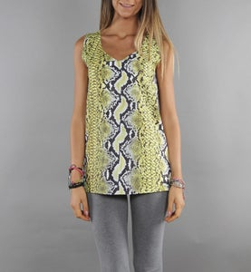 Image of COMING SOON - BIGWIG Top donna giallo con stampa effetto Snake Python