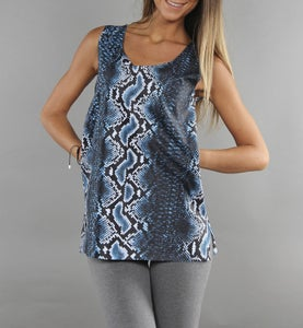 Image of COMING SOON - BIGWIG Top donna blu con stampa effetto Snake Python