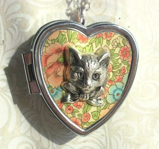 Image of Sweet Molly miniature music box heart locket (floral pink)