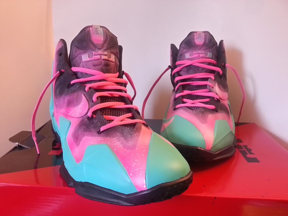 Image of Lebron XI sz. 10.5 night on the beach