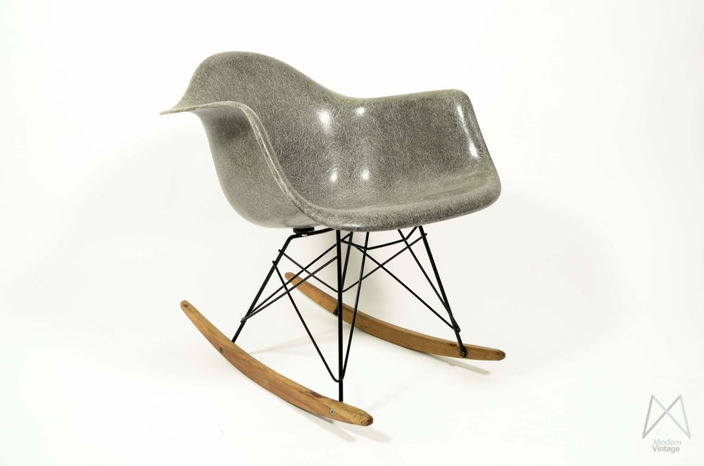 Image of Eames Herman Miller RAR elephant hide grey polyester stoel