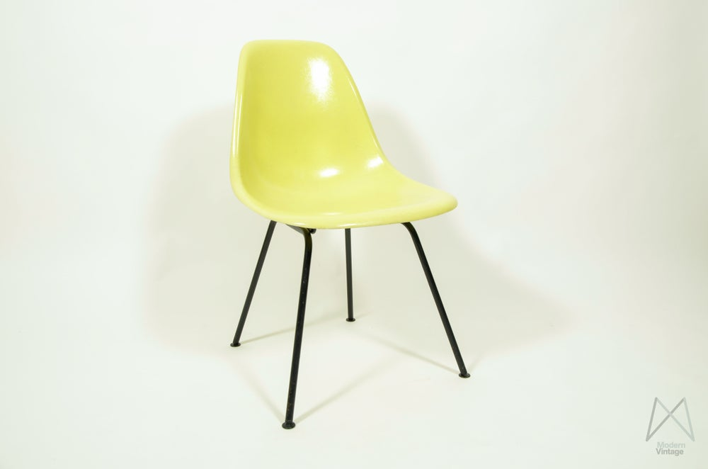 modern vintage amsterdam original eames furniture eames herman miller lemon yellow. Black Bedroom Furniture Sets. Home Design Ideas