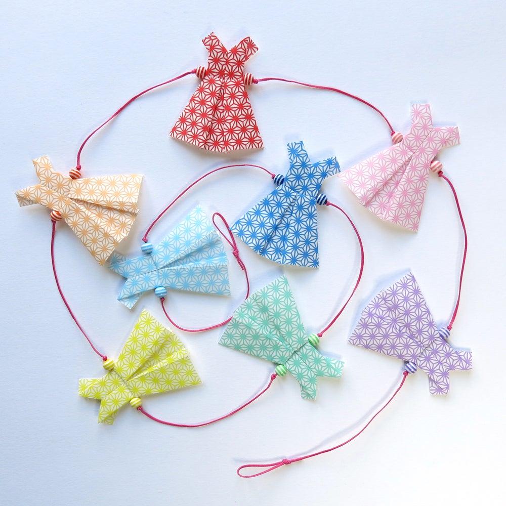 Image of Guirlande origami robes arc en ciel fil rose