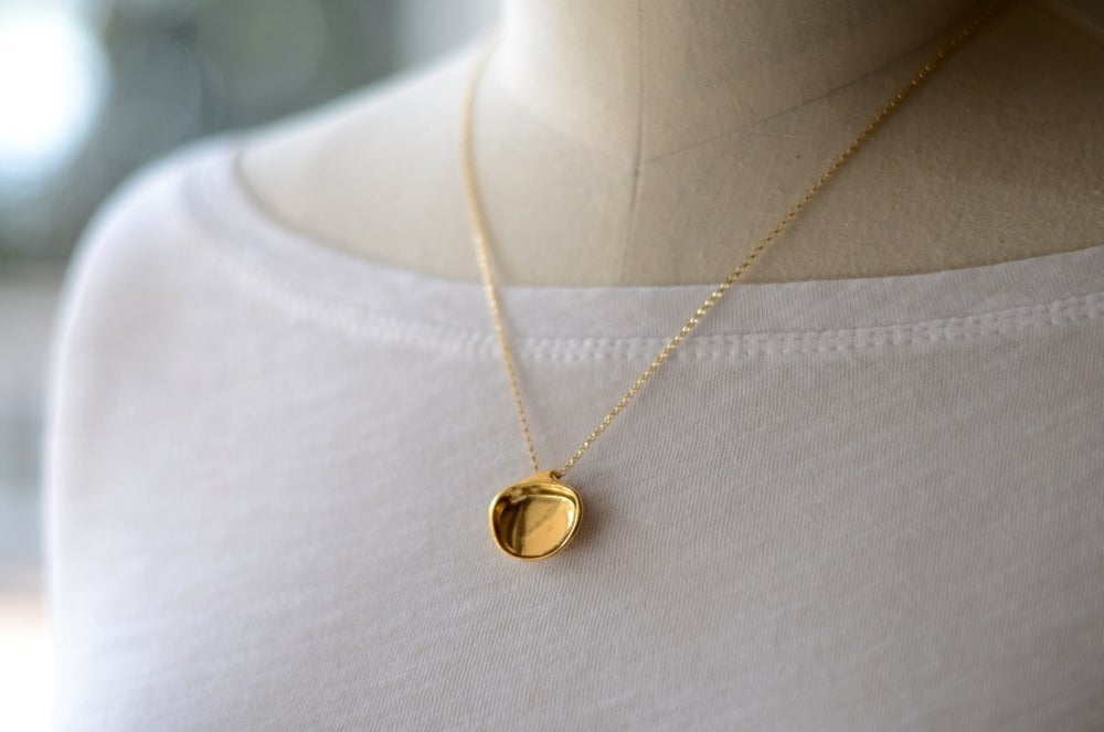 Image of Clam Shell Necklace Gold