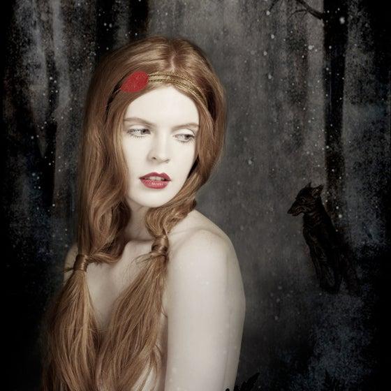 Image of LE PETIT CHAPERON ROUGE Bijou de tête/Hair Jewellery