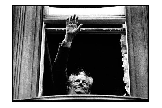 """Image of """"Willy Brandt ans Fenster!"""" / Erfurt-Deutschland 1990"""