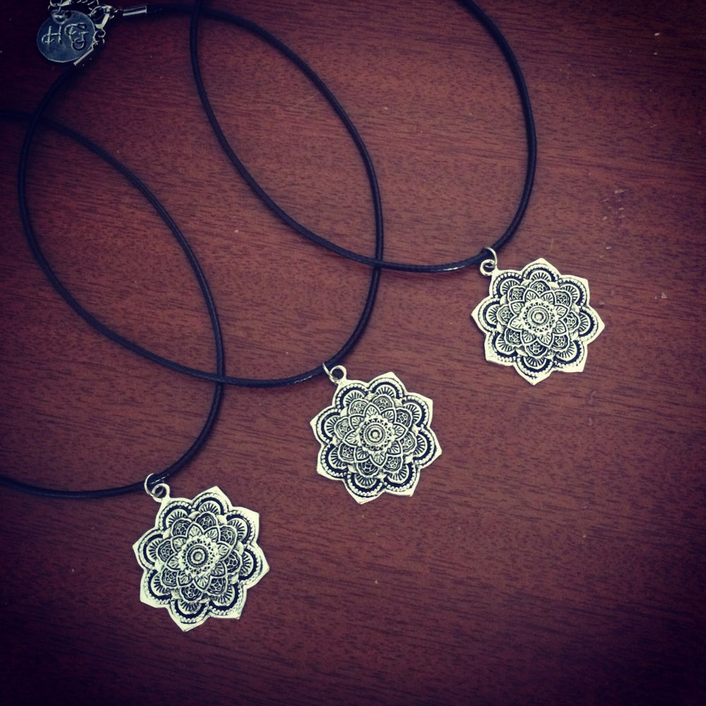 Image of Mini mandala choker & necklace