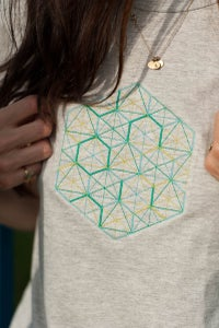 Image of Tee-shirt gris broderies graphiques