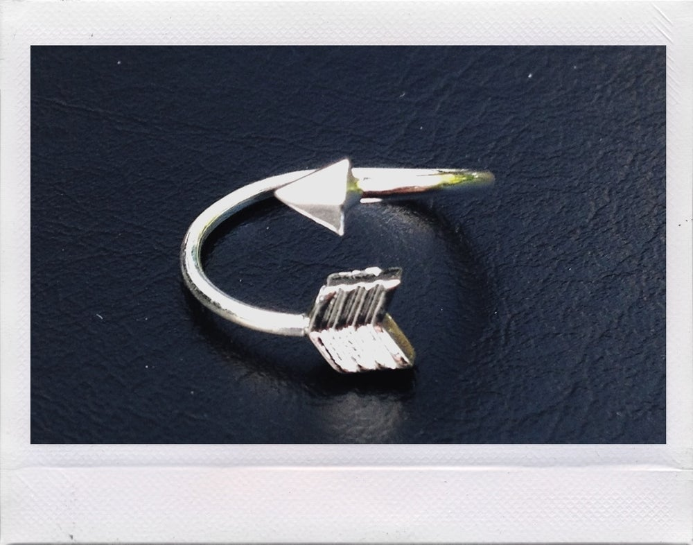 Image of Arrow Midi Ring
