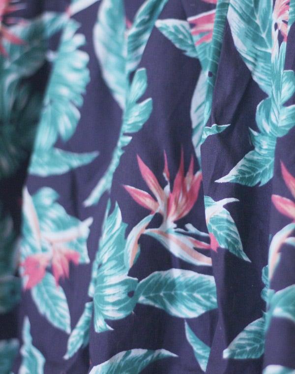 "Image of Jupe plissée ""HEY MACARENA"" motif tropical"