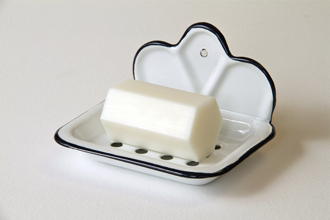 Image of Enamelled soap dish with shaped back and draining tray