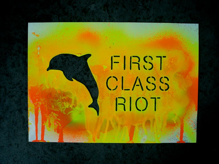 Image of FIRST CLASS RIOT SPRAY SCREEN