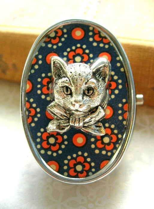 Image of Music Box Cat Cameo Locket - speckled blue