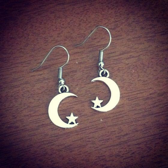 Image of Mini moon crescent earrings