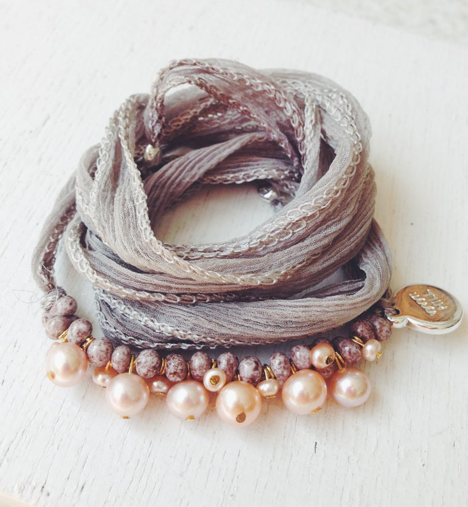 Image of Silk/Pearlys grau