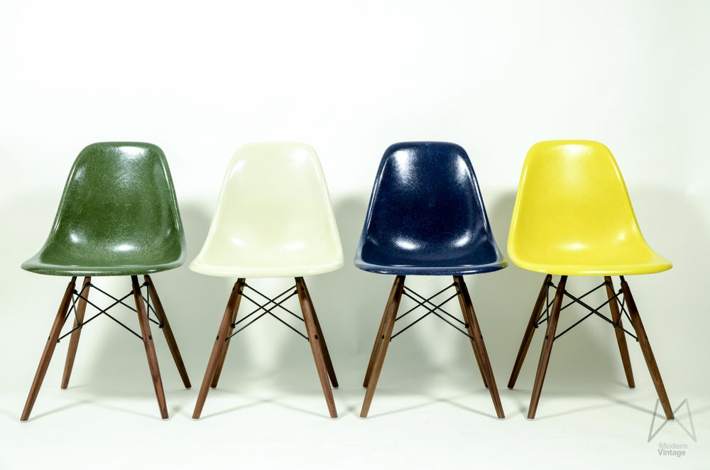 Image of Eames HM polyester stoelen stuhle chaise set of various colours chairs
