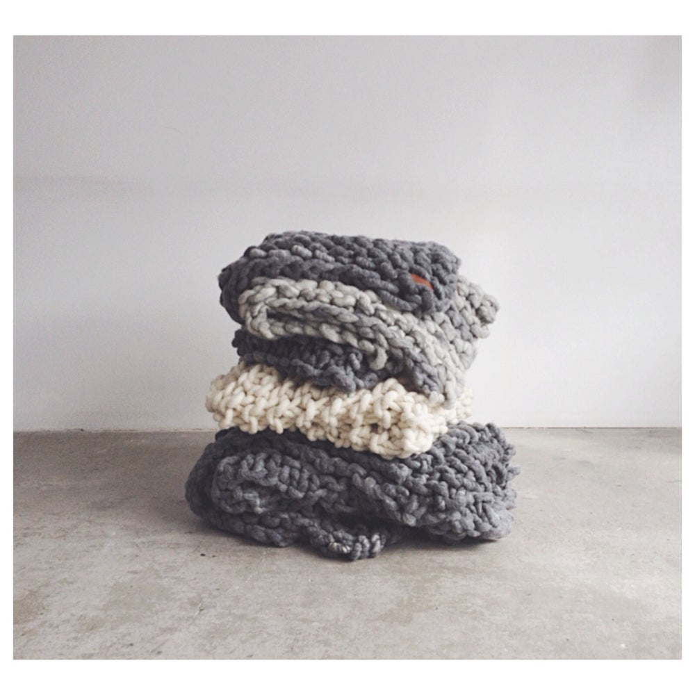 Image of BIG KNIT THROW