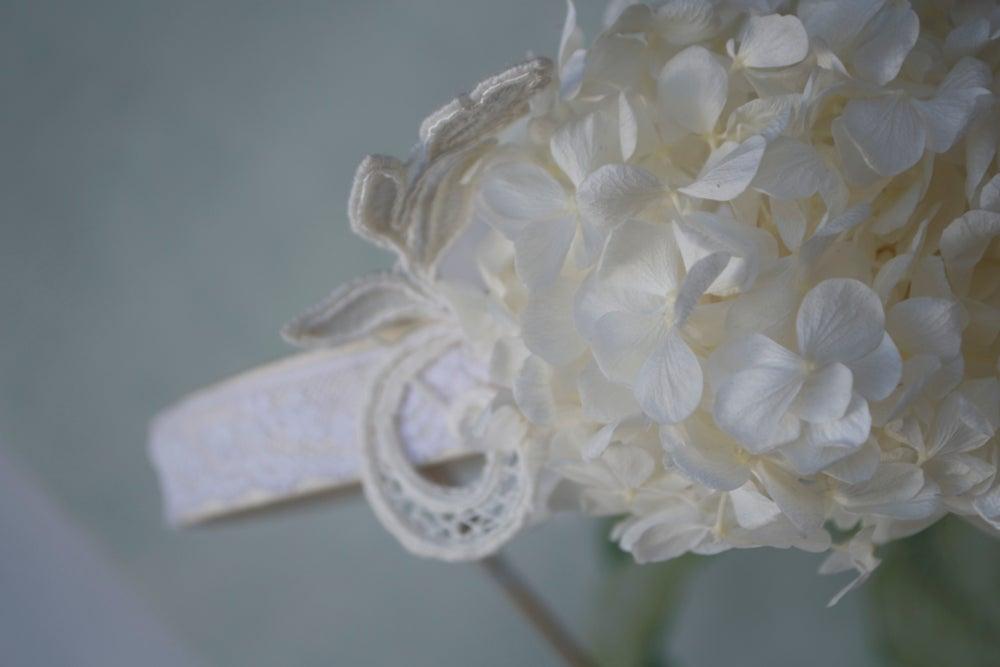 Image of Corona con Hortensia, guipur y valenciens