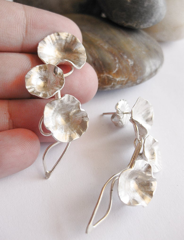 Image of Trailing daisy stud earrings: in sterling silver