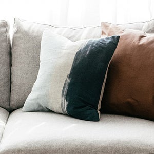 Image of LOT 17 - CUSHIONS