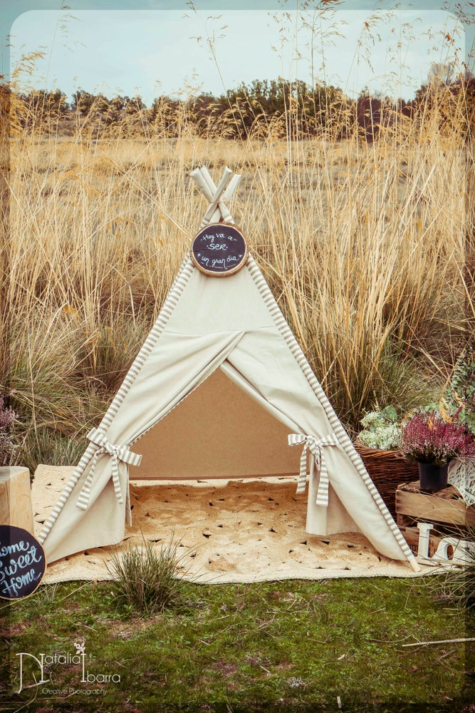 Image of Tipi Liso y Rayas beige