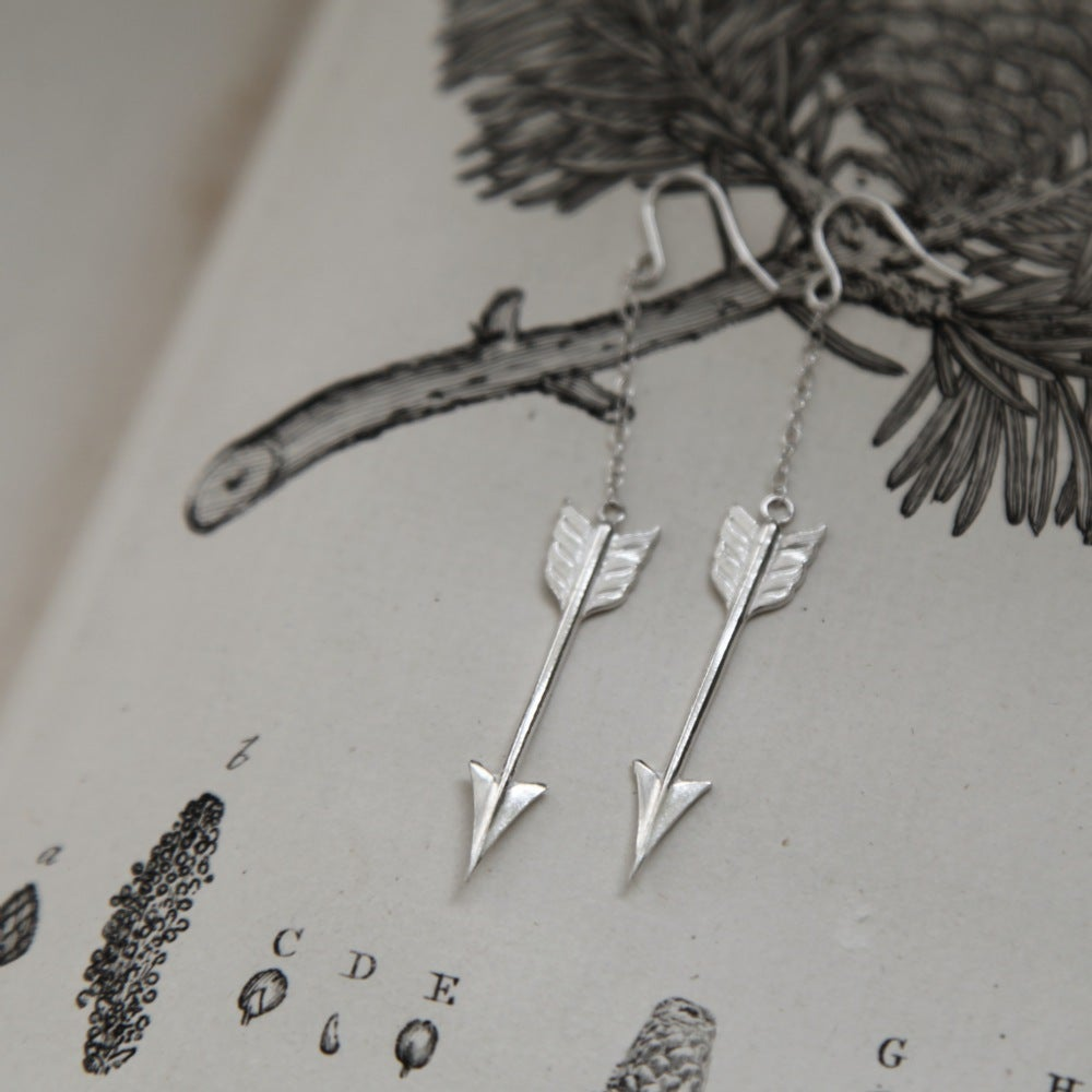 Image of silver arrow earrings
