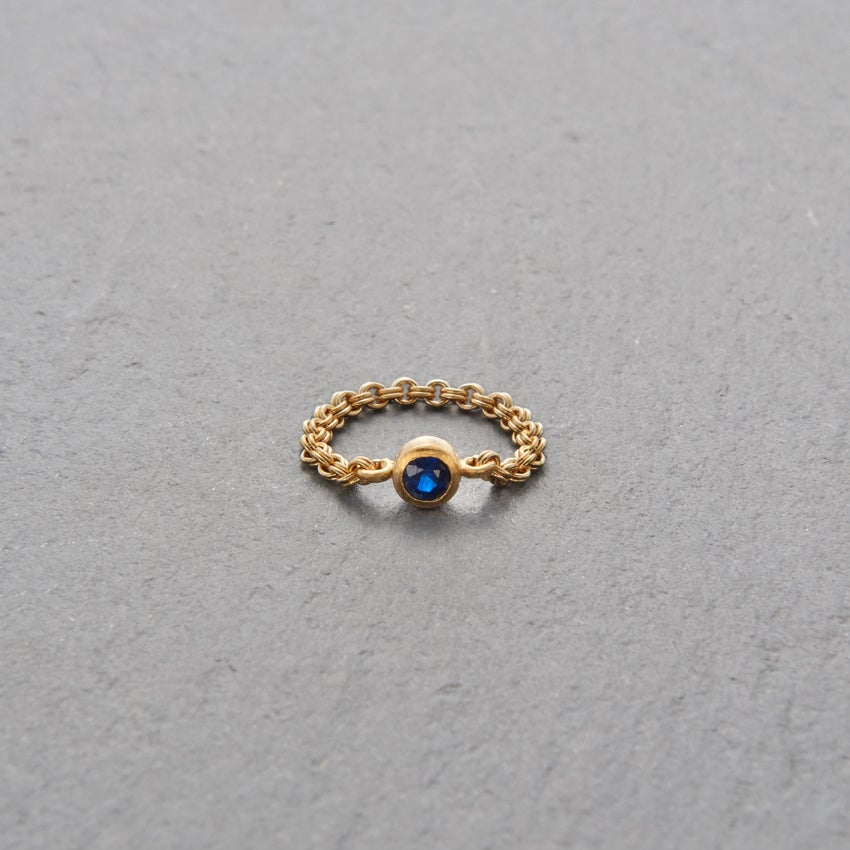 Image of Mount Lavinia Blue Sapphire Chain Ring Gold