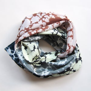 Image of Silk Scarf / button rose