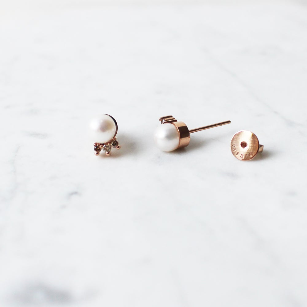 Image of Tiara Pearl Earring