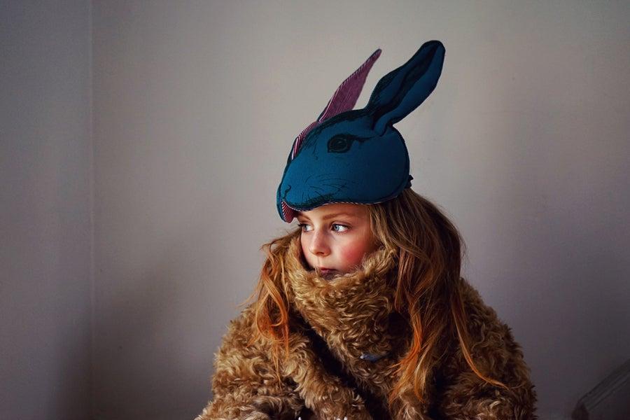 "Image of Masque ""Animalesque"" de Sara Lowes. Lapin bleu"