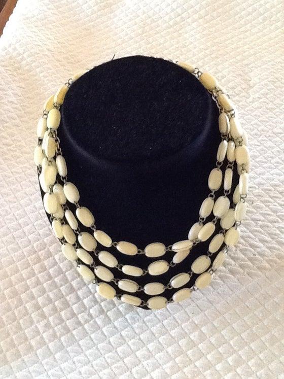 Image of Collier quatre rangs en perles de couleur ivoire