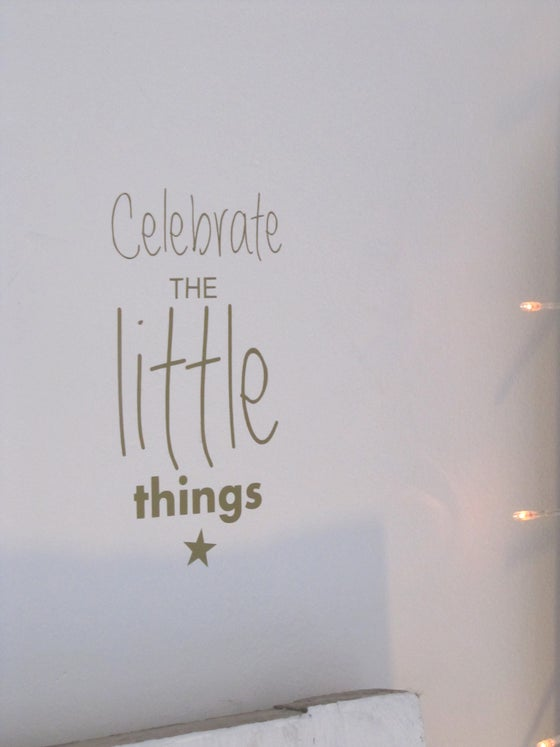 "Image of Sticker ""Celebrate the little things"" et son étoile"
