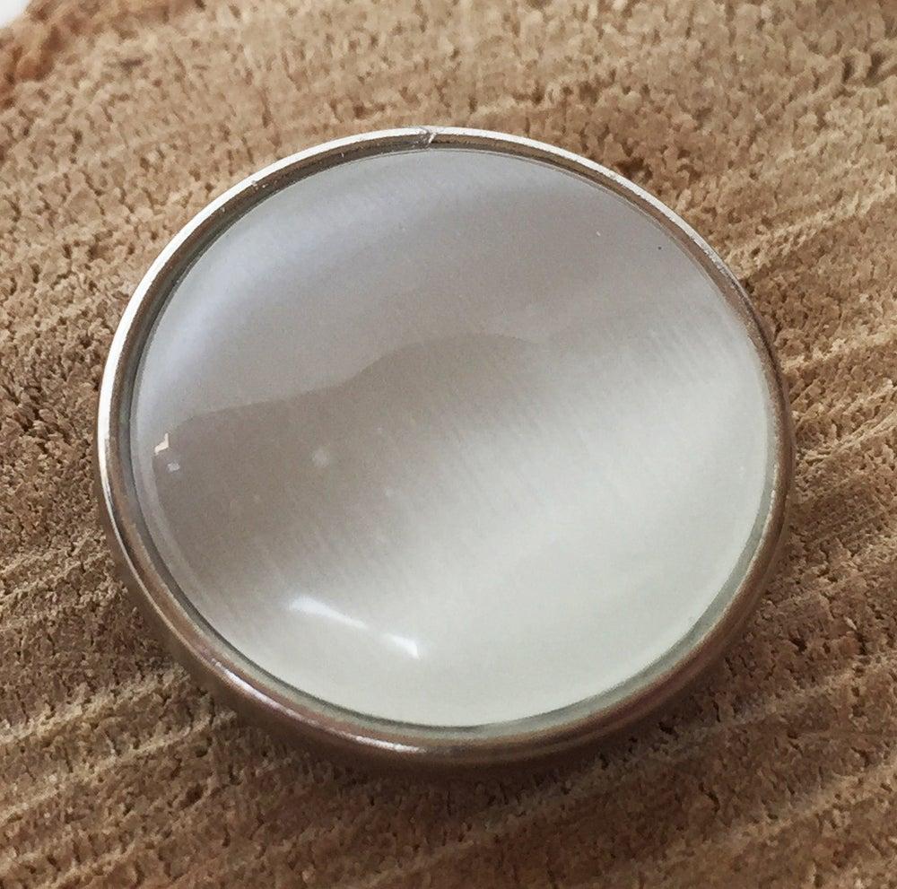 Image of Botón Resina Piedra Blanca
